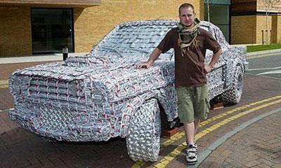 Студент собрал Ford Mustang из пивных банок