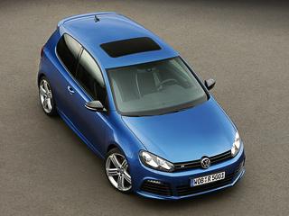 Volkswagen выкатил в шоу-румы «горячие» хэтчи Golf R и Scirocco R