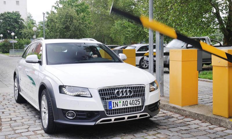 Компания Audi научила разговаривать свои автомобили со светоформами