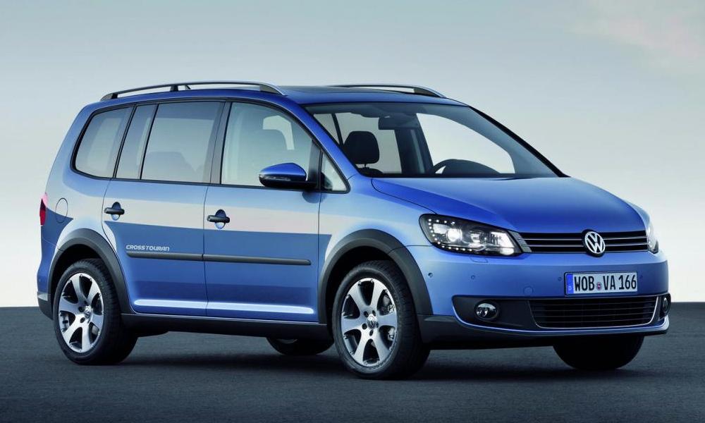 Компания Volkswagen сделала рестайлинг минивэну CrossTouran