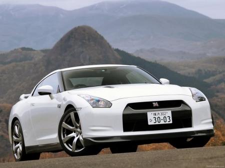 Дилеры Nissan принимают заказы на обновленный GT-R