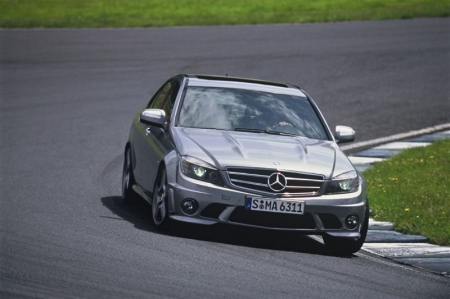 Mercedes-Benz «очернит» модель C63 AMG
