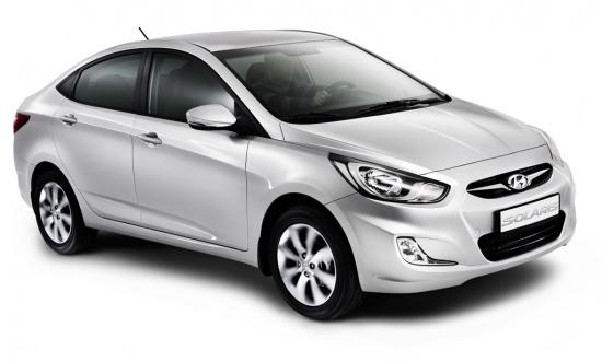 Бюджетный корейский седан опять бьет все возможные рекорды по популярности: с начала его продаж, то есть меньше чем за 5 месяцев, российские потребители купили свыше 30 тысяч автомобилей данной модели. Новинку оценили наши соотечественники достаточно быстро, в начале старта продаж – в феврале месяце текущего 2011г. было продано 3394 автомобиля. В марте месяце компактный Hyundai вошел уже в 3-ку самых продаваемых моделей на российском рынке от иностранных производителей с результатом 6763 проданных автомобилей. В период апрель – май модель Solaris является безоговорочным лидером продаж среди автомобилей иностранного производства с показателями 9297 и 10053 экземпляров. В мае месяце на производственном заводе корейской компании Hyundai под городом Санкт-Петербургом стартовало производство хэтчбека Solaris, который, вероятнее всего, седану по популярности не уступит, хотя в базовой комплектации он будет стоить дороже на 40 тысяч рублей. Дабы справиться с огромным наплывом заявок на автомобили, на производстве осенью будет запущена третья смена. Несмотря на столь высокий спрос на новый автомобиль, Hyundai дополнительно постоянно стимулирует интерес потребителей к авто. Например, модель Solaris могут приобрести молодые люди в возрасте 20-и лет. Еще данная модель попадает под государственную программу утилизации.