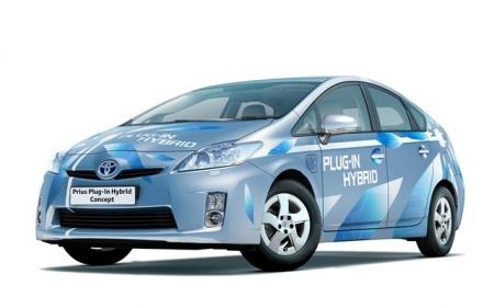 Toyota во Франкфурте подключит Prius к розетке